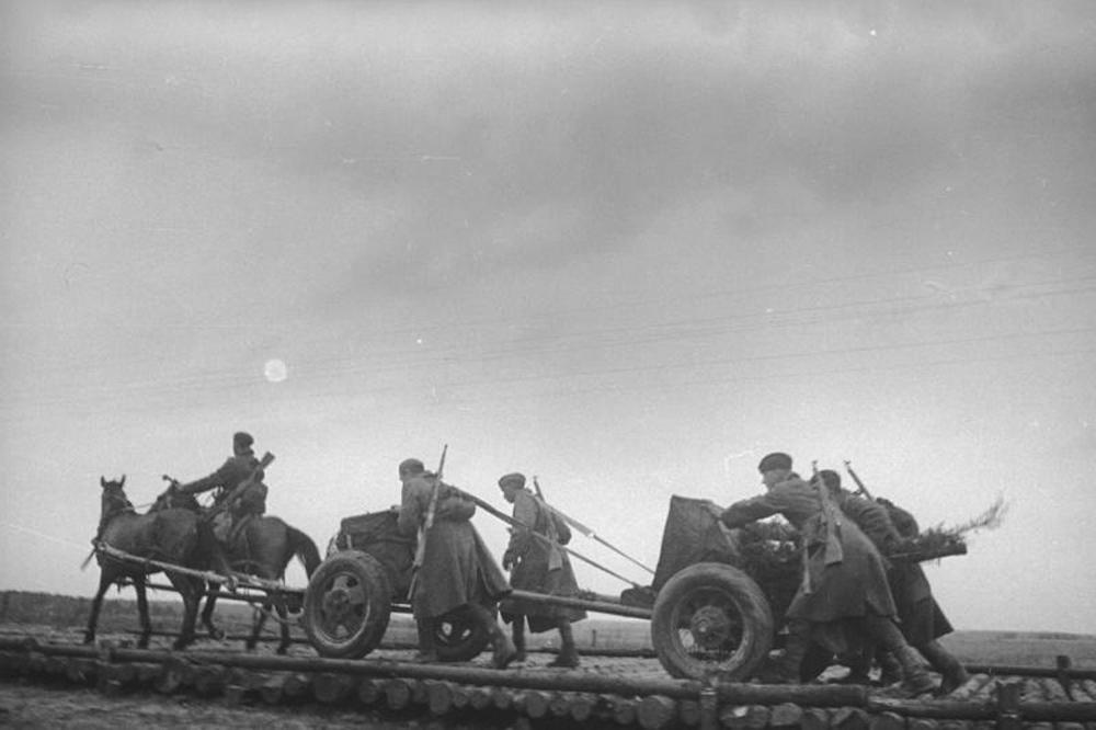 45-мм противотанковая пушка буксируемая лошадиной упряжкой