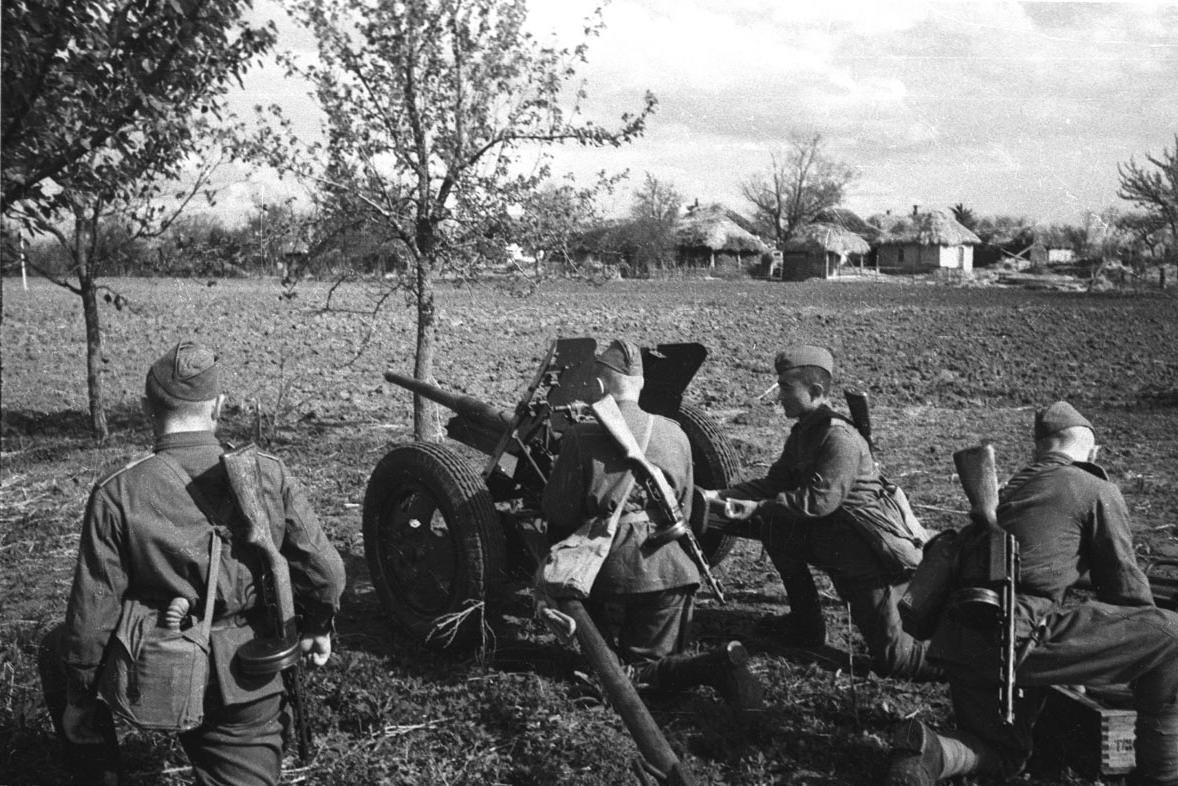 фотографии 45-мм противотанковой пушки