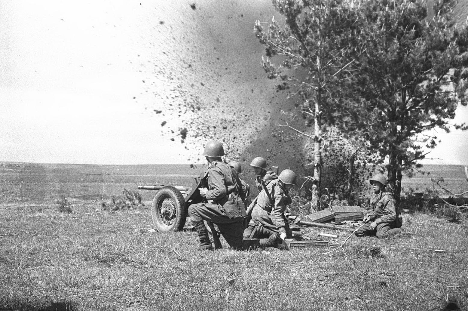 45-мм противотанковая пушка в бою. ИПТА
