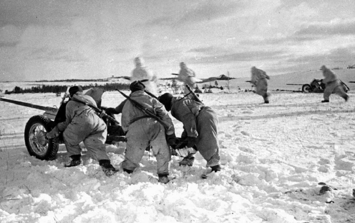 фотография 45-мм противотанковой пушки зимой