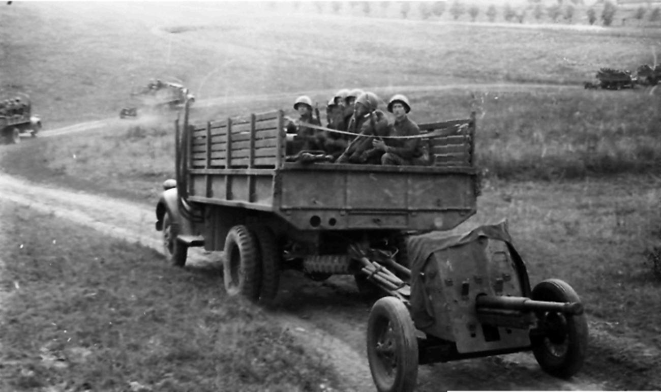 45-мм противотанковая пушка с грузовиком Додж