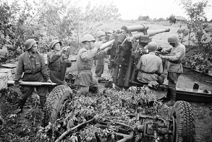фото 85-мм зенитного орудия