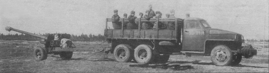 Грузовик буксирует пушку БС-3