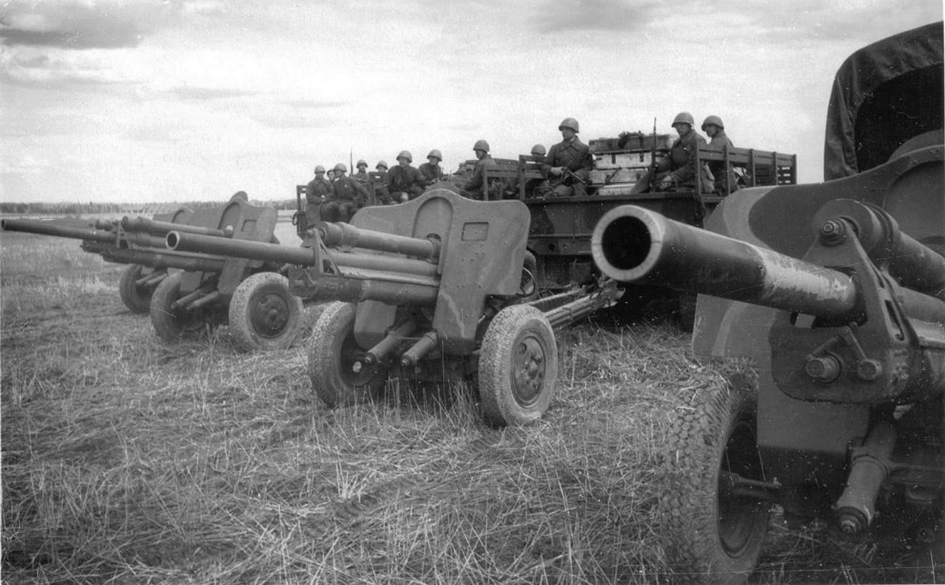 фотография пушки УСВ буксируемых грузовиками
