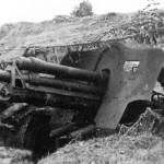 Расчет 76-мм пушки УСВ ведет огонь