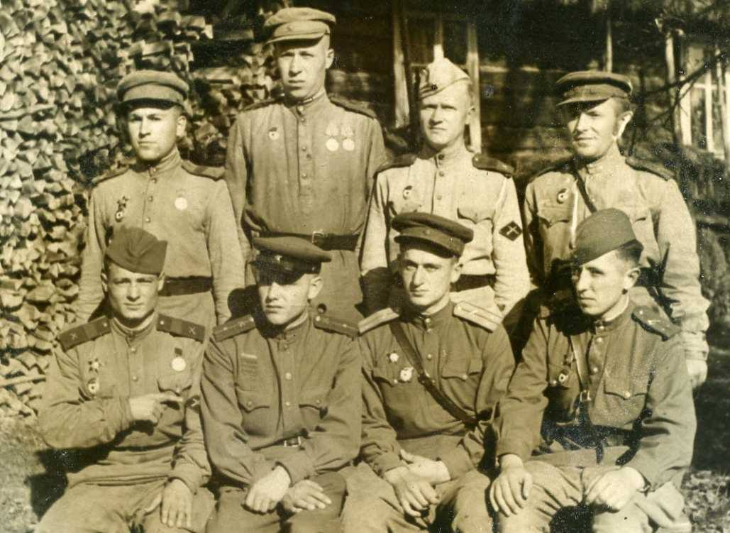 Фотография с нашивкой ИПТА РККА