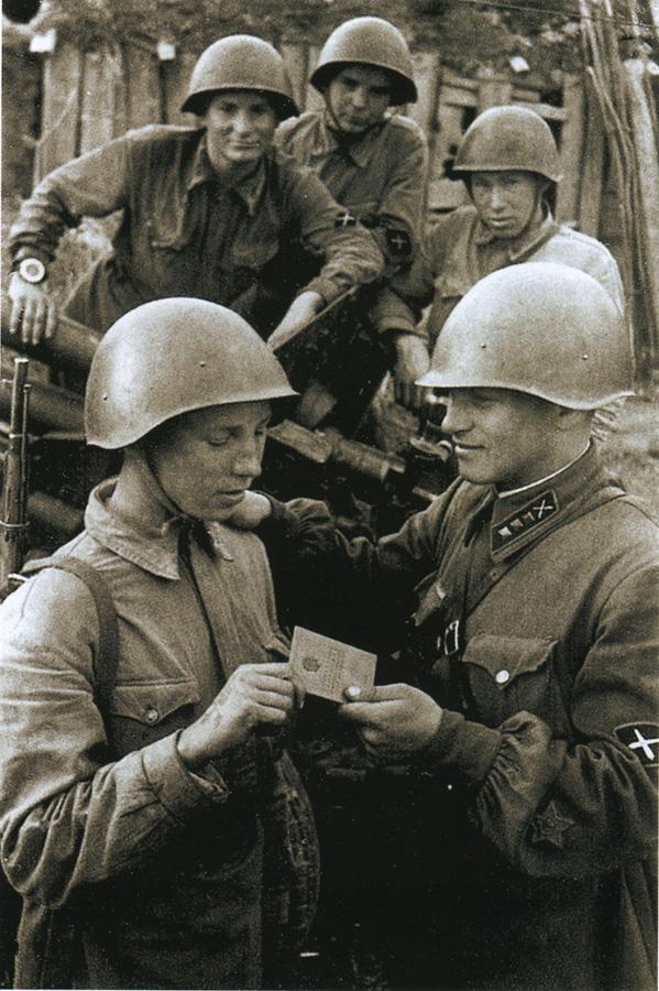 с нарукавным знаком истребительно-противотанковой артиллерии РККА