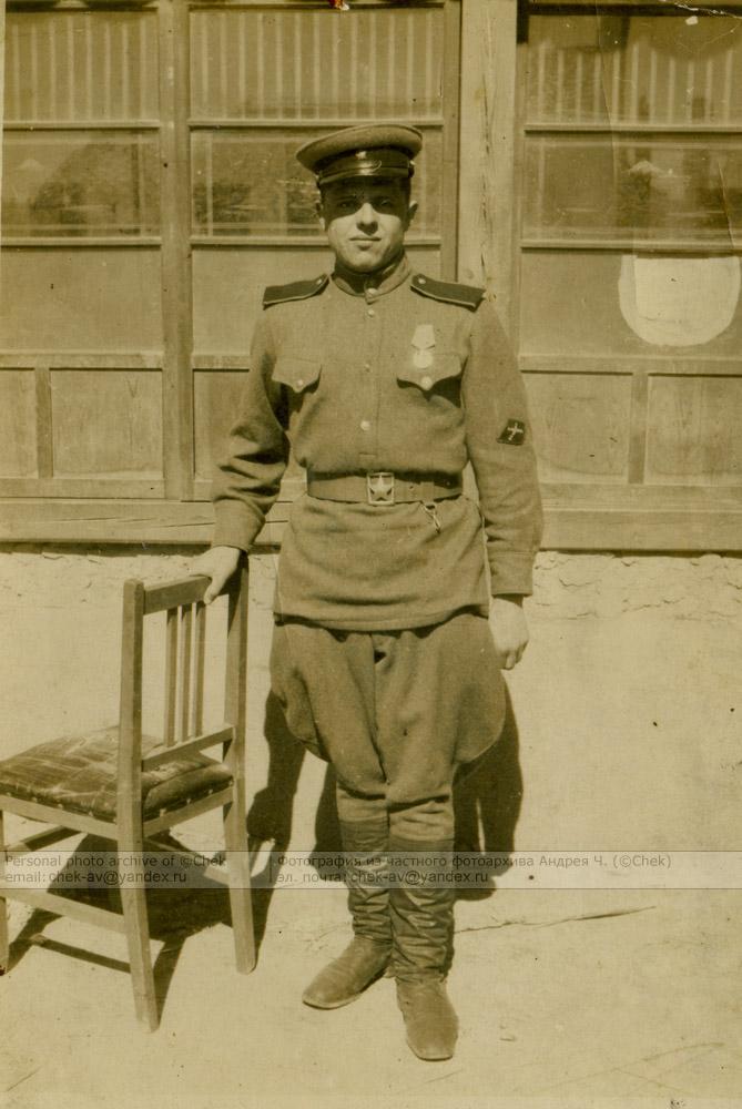 солдат с нарукавным знаком ПТА РККА
