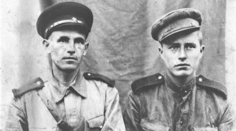 противотанкисты РККА с нашивкой