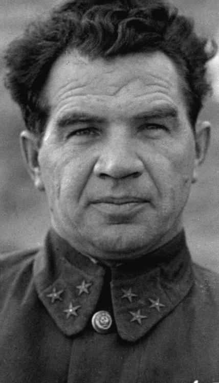 Генерал-лейтенант с полевыми петлицами РККА