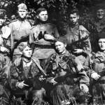 Разведчики в летних масхалатах, 1944 г.