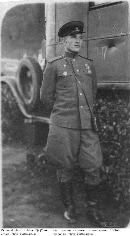 Лейтенант-артиллерист в парадном мундире РККА.