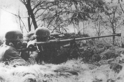 Немецкие десантники с ПТРД