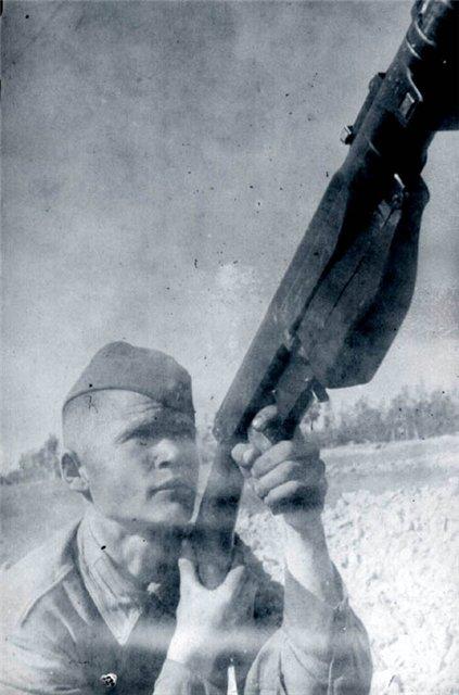 Фото бронебойщик ведет огонь по воздушным целям из ПТРС