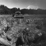 Бронебойщики обучаются истреблению танков