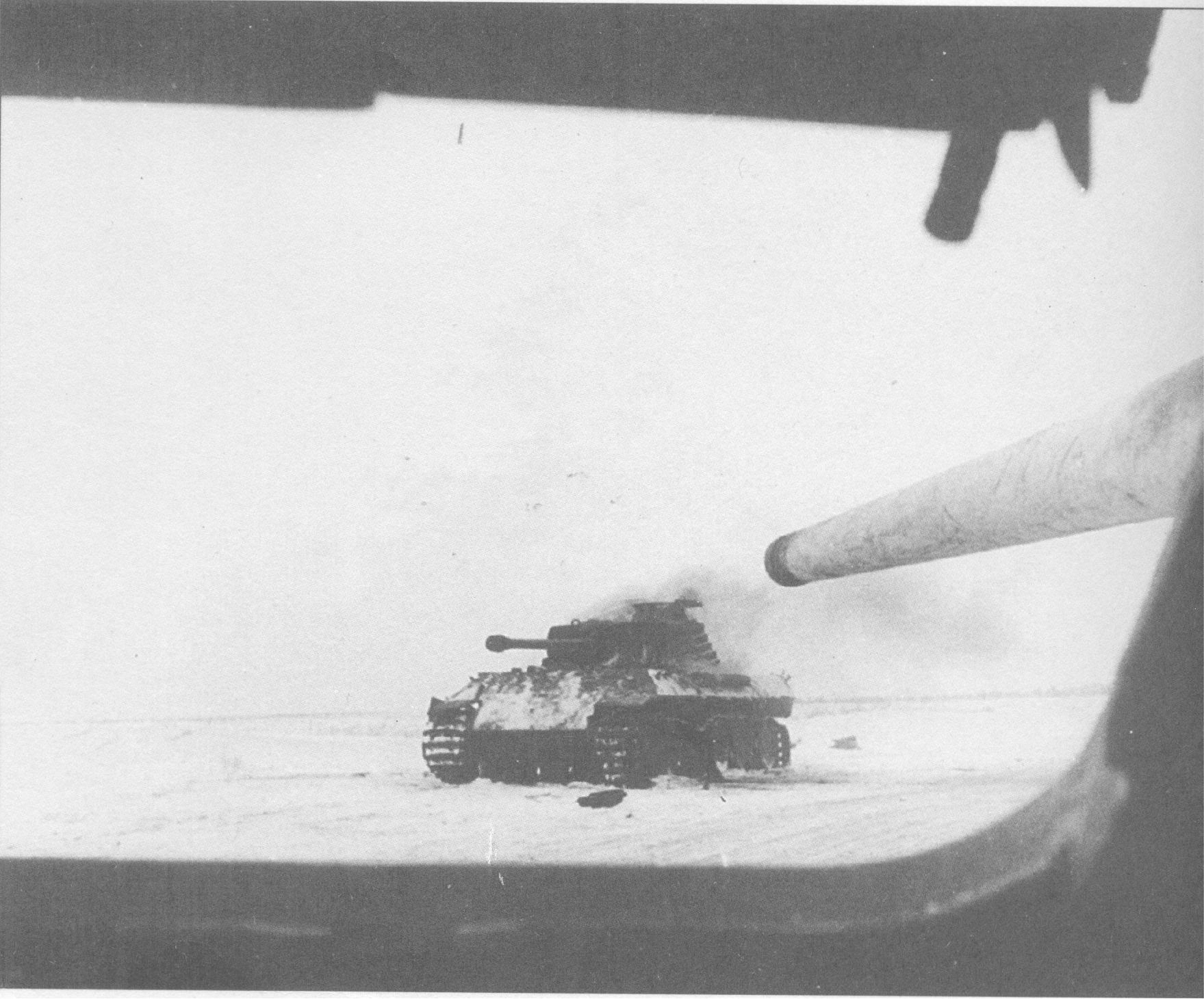 """Подбитый немецкий танк Pz. V """"Panther"""" из люка механика-водителя"""