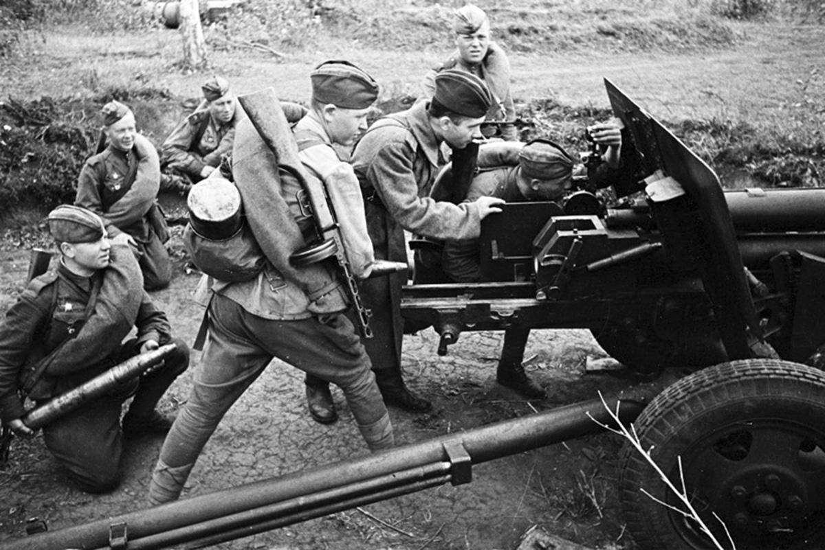 заряжание орудия зис-3