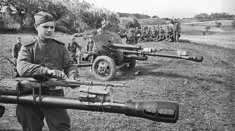 Обучение стрельбе наводчиков пушек ЗиС 3 в ИПТА