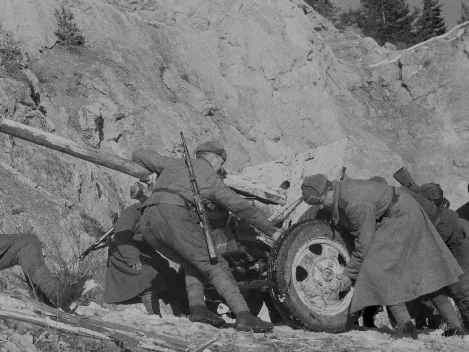 ЗИС-3 в зимнем камуфляже. 1945 г.