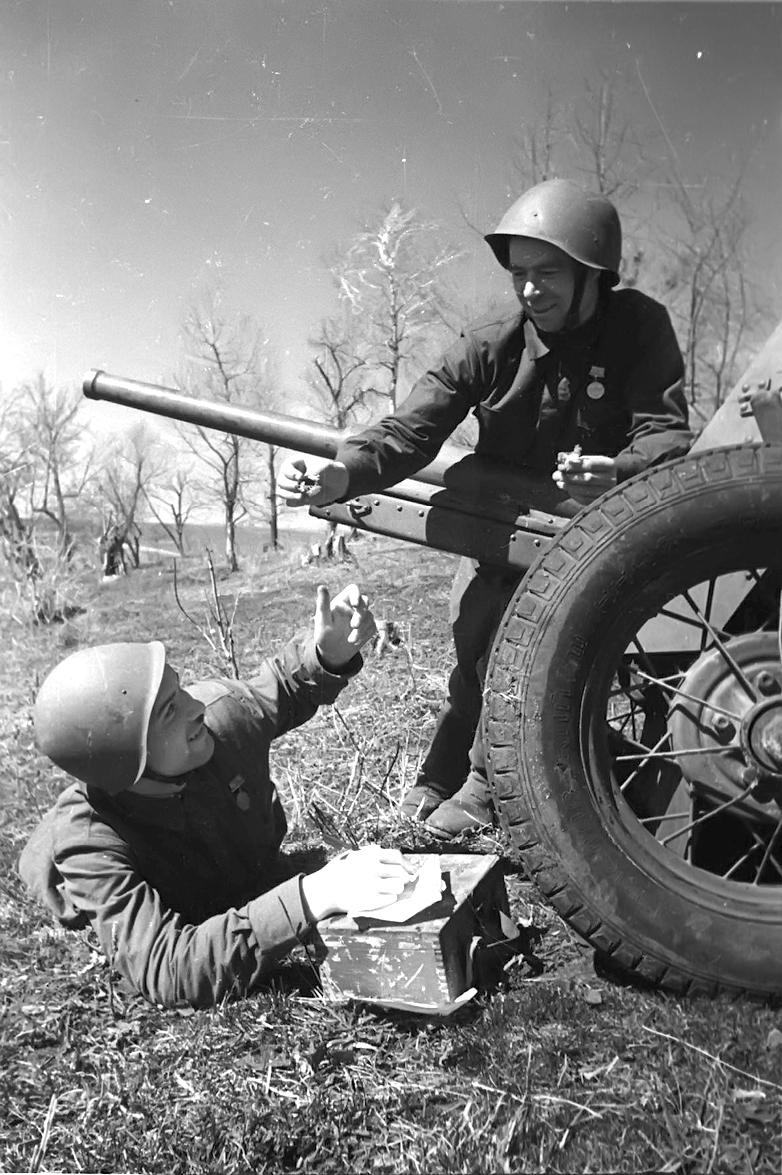 """фото 45-мм противотанкового орудия """"сорокопятки"""""""