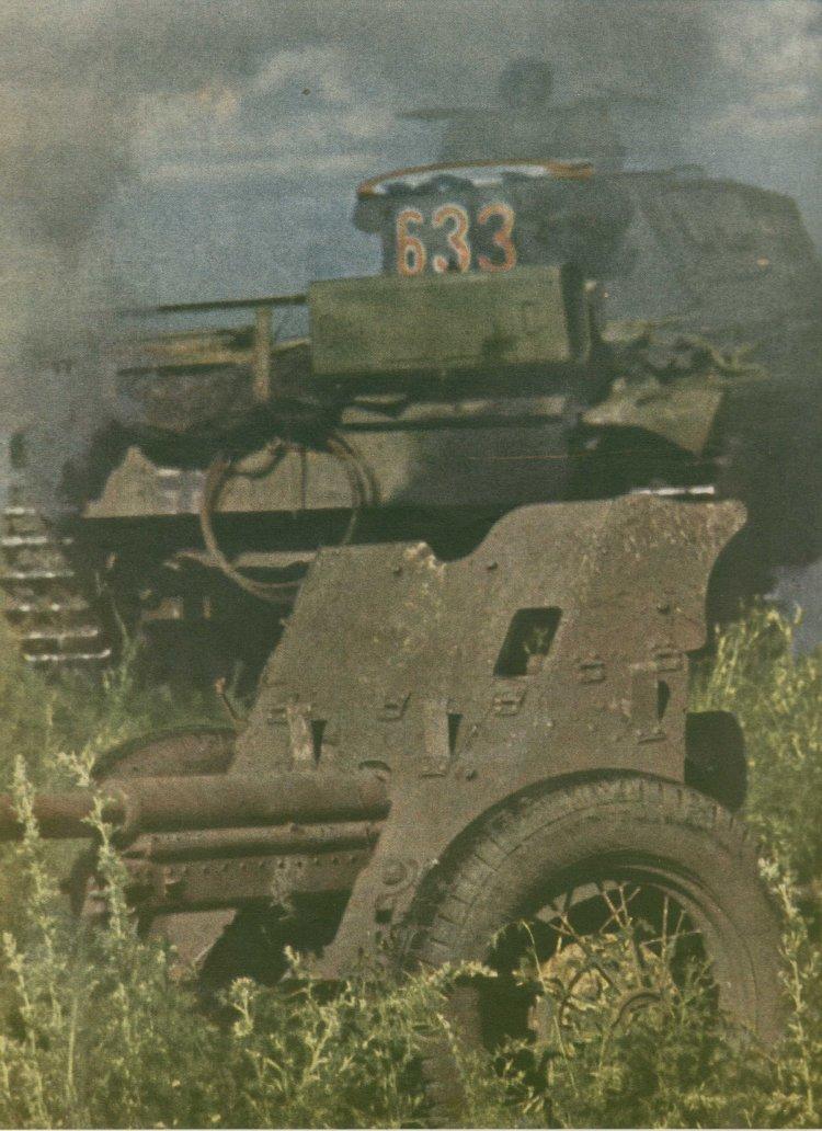 45-мм противотанковая пушка. цветное фото