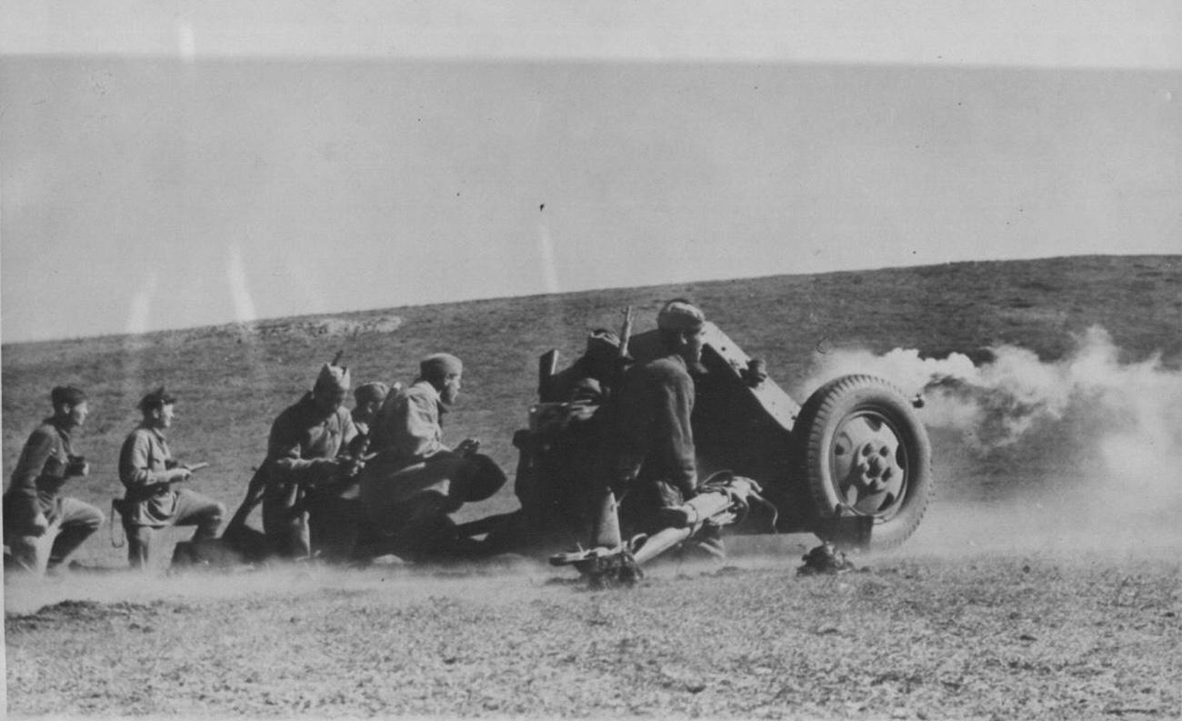 45-мм противотанковая пушка фото