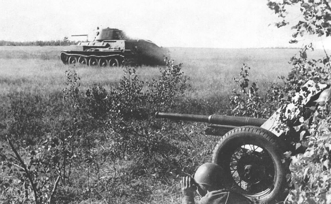 45-мм противотанковое орудие в бою