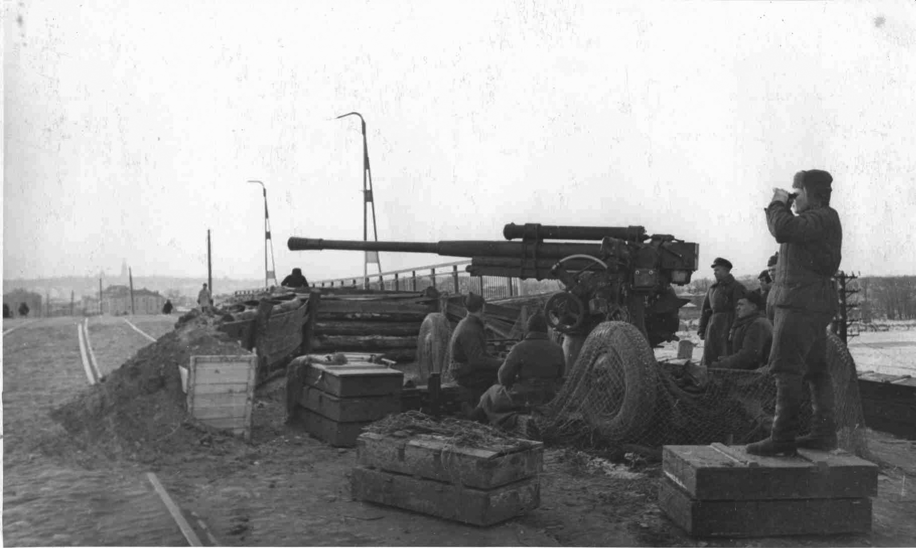 фото 85-мм зенитное орудие