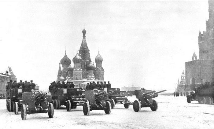 фото пушки УСВ на параде в Москве