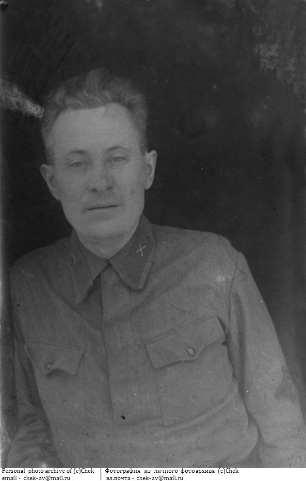 Фотография с нарукавным знаком ИПТА 1942 год.