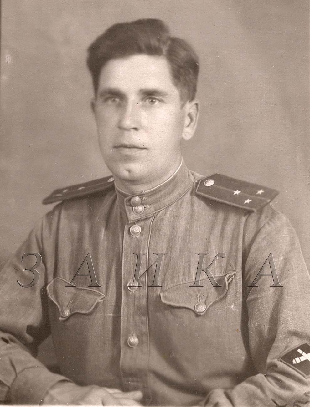 Фотография офицера с нарукавным знаком ИПТА