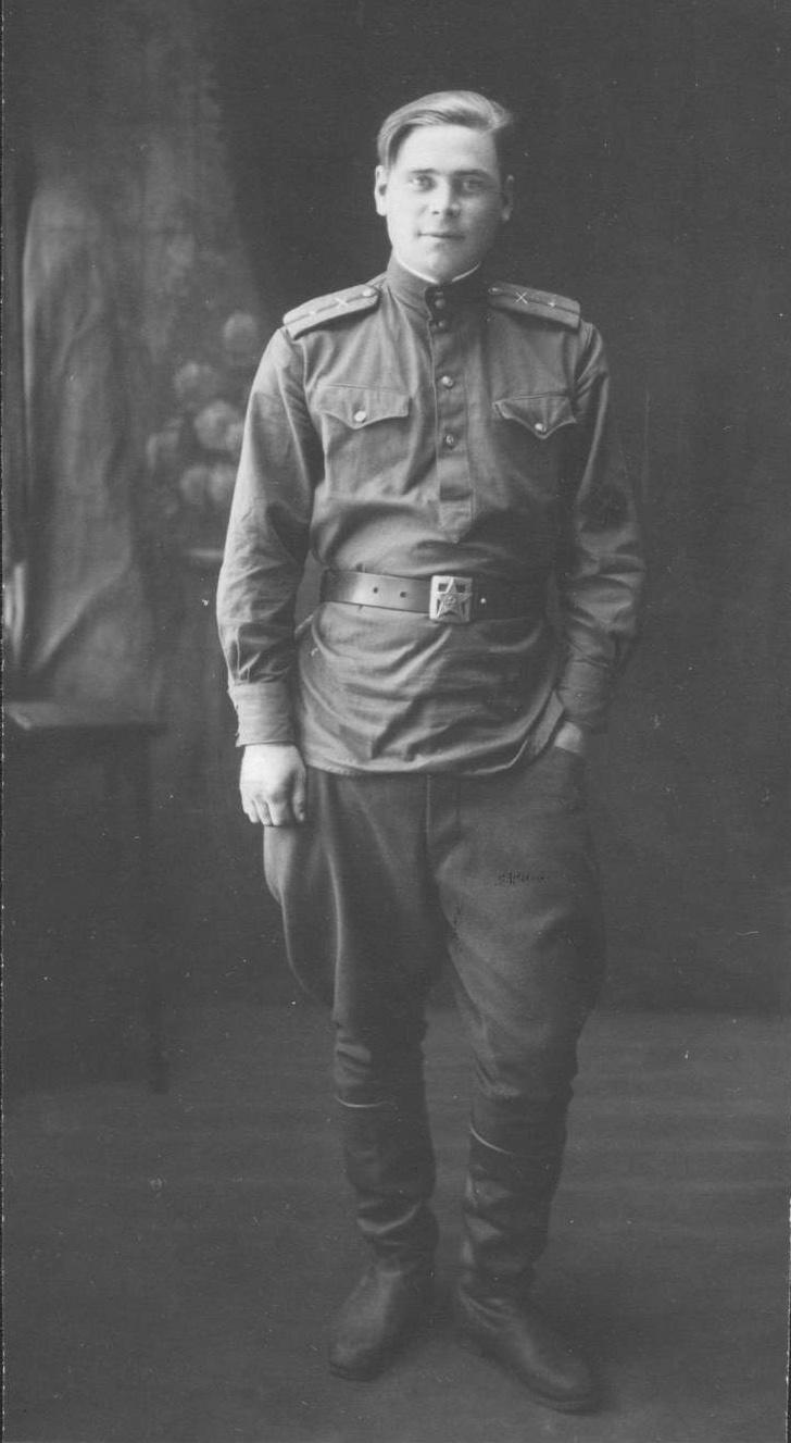 Фотография офицер с нарукавным знаком ИПТА