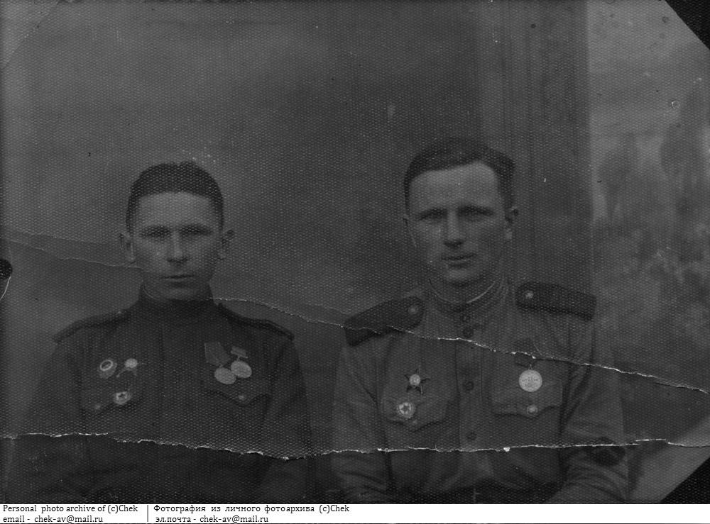 Фотография солдат с нарукавным знаком ИПТА
