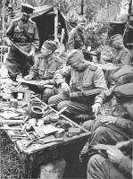 Ремонт обуви в полевых условиях в Красной Армии
