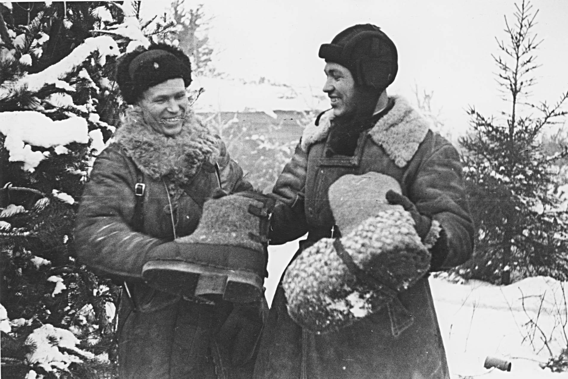 Советские офицеры в полушубках