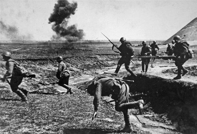 Советские солдаты с ПТРС
