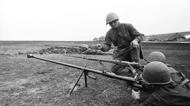 1943 г. обучение стрельбе из ПТРД