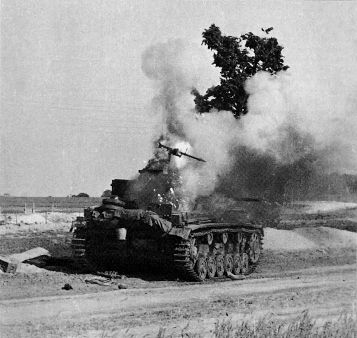 картинки подбитый танк