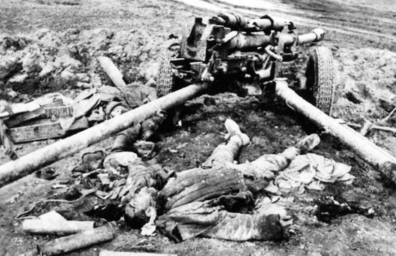 Фотография уничтоженной пушки зис-3